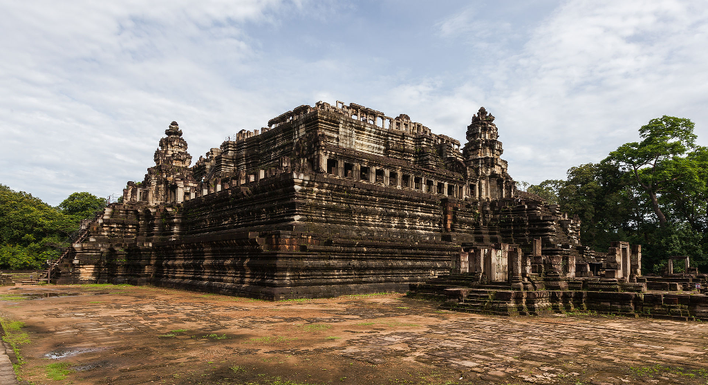 travel-guide-blog-tour-cambodia_baphuon_angkor_thom-01