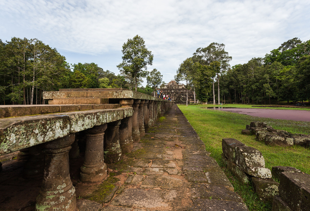 travel-guide-blog-tour-cambodia_baphuon_angkor_thom-04