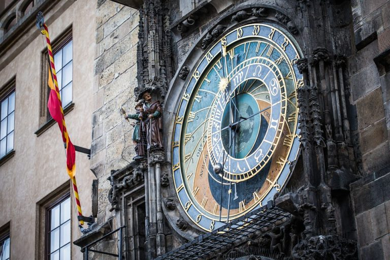 prague-astronomical-clock-768x512