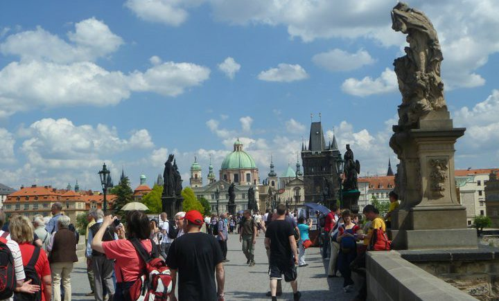 praguecharlesbridgecrowd-720x435