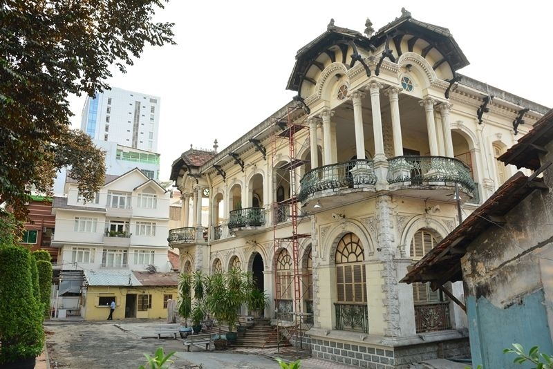 french-colonial-buildings-of-saigon-travel-guide-01