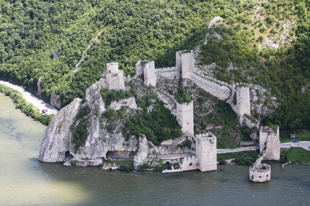 travel-guide-blog-serbia-golubac_castle-04