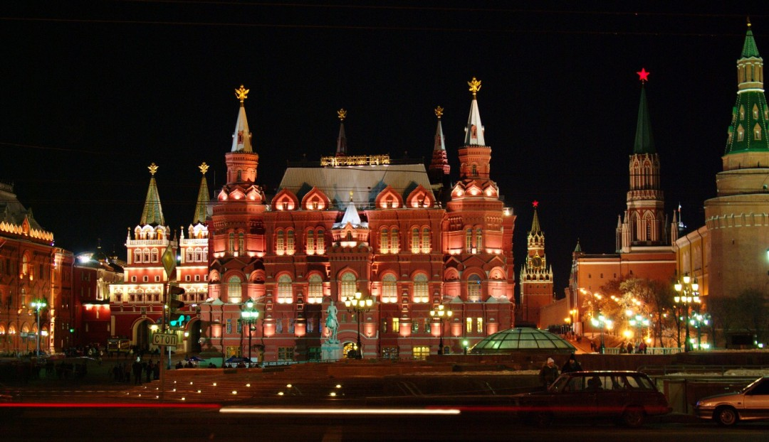 travel-blog-Russia-state-history-museum-night